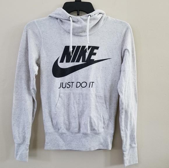 32c5839a24ba Nike hoodie. M 5c658609baebf646db046042